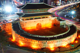 Night view of Heunginjimun Gate
