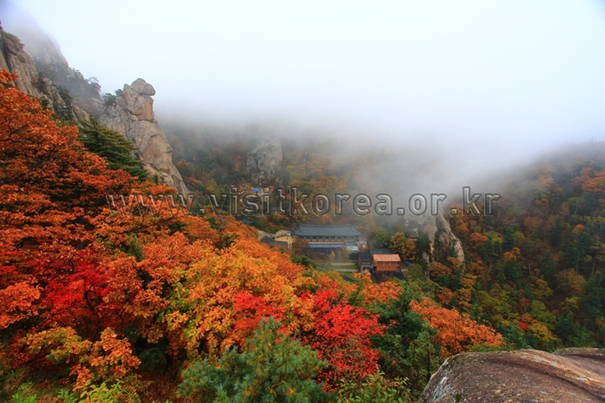 Autumn of Bongjeongam Hermitage