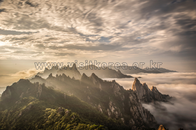 Sea of Clouds on Seoraksan Mountain