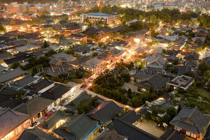Nightscape of Jeonju Hanok Village