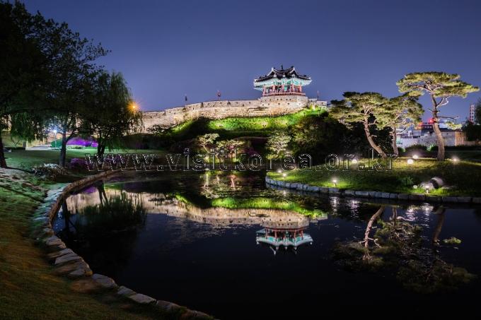 Yongyeon Pond and Banghwasuryujeong Pavilion