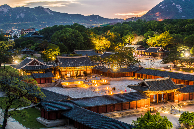 Evening at Changgyeonggung Palace