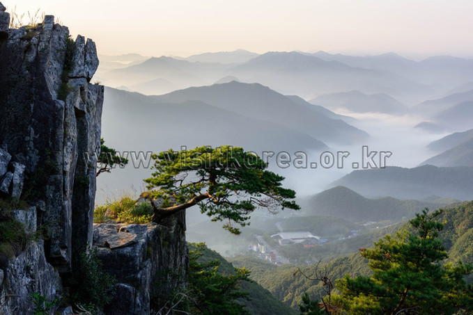 Morning of Daedunsan Mountain (Saengaedae Peak)
