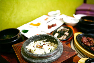 Maneul Dosotbap (Rice with Garlic in a Hot Stone Pot)