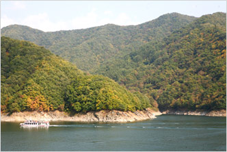 Uiamho Lake and Jungdo Islet
