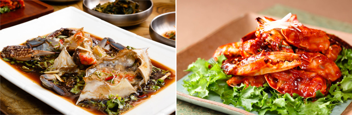 Photo: Ganjang-gejang (marinated blue crab in soy sauce) (left) / Yangnyeom-gejang (marinated blue crab in pepper paste) (right)