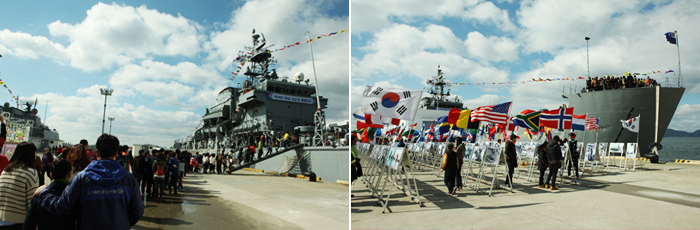 Korea Naval Academy-related photos. On the left hand side went up in front of the right people and international flags from the land the warship for hanging pictures.