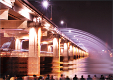 Banpo bridge night view of Rainbow fountain show photos