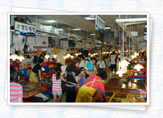Jagalchi Market in fish, are tight as merchants in the region with people