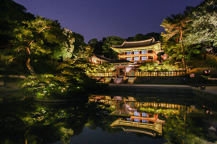 Changdeokgung Palace night view yeongyeongdang