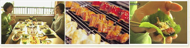 There are a total of three, sitting in front of the left image is from folks laugh and two people in the sliced eel on top and grill food wrapped in leaves, paprika, eel pictures