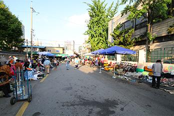 东庙跳蚤市场