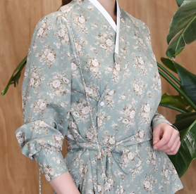 Kaufen Sie ein Hanbok, die traditionelle Kleidung Koreas