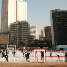 Heat Up as You Skate Around the Seoul Plaza Ice Skating Rink!