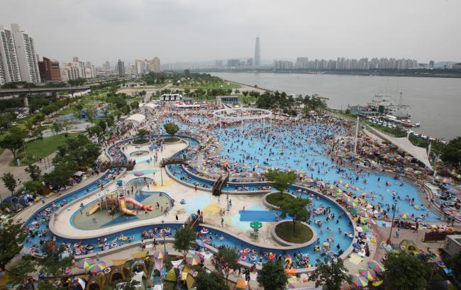 Hangang Park Outdoor Swimming Pools Open Official Korea Tourism Organization