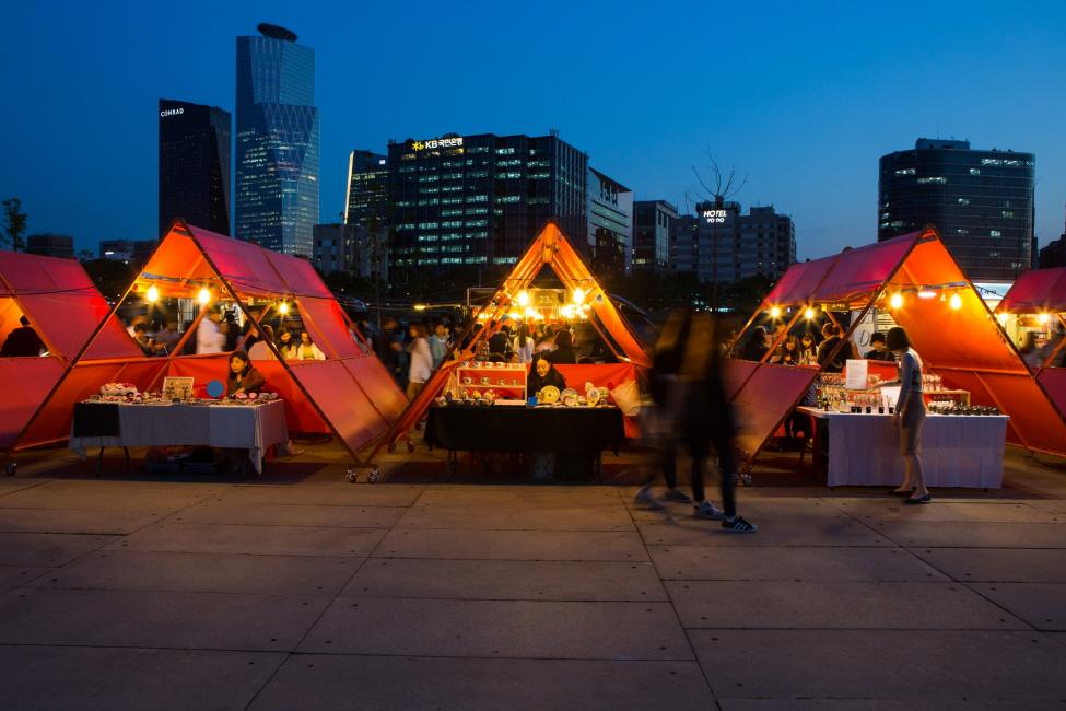 Hasil gambar untuk night market