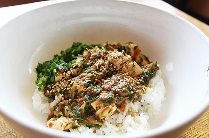Gang doen-jang (soybean paste sauce) bibimbap