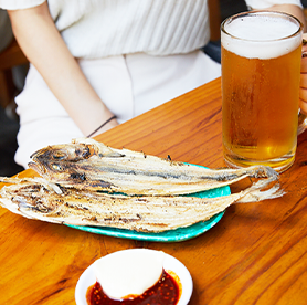 Find the best deal for draft beer at Euljiro Nogari Street; a set of beer + dried young pollack for just 5,000 won!