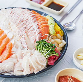 Try hoe at a Korean fishery market! Add maeuntang to your order for a hearty meal