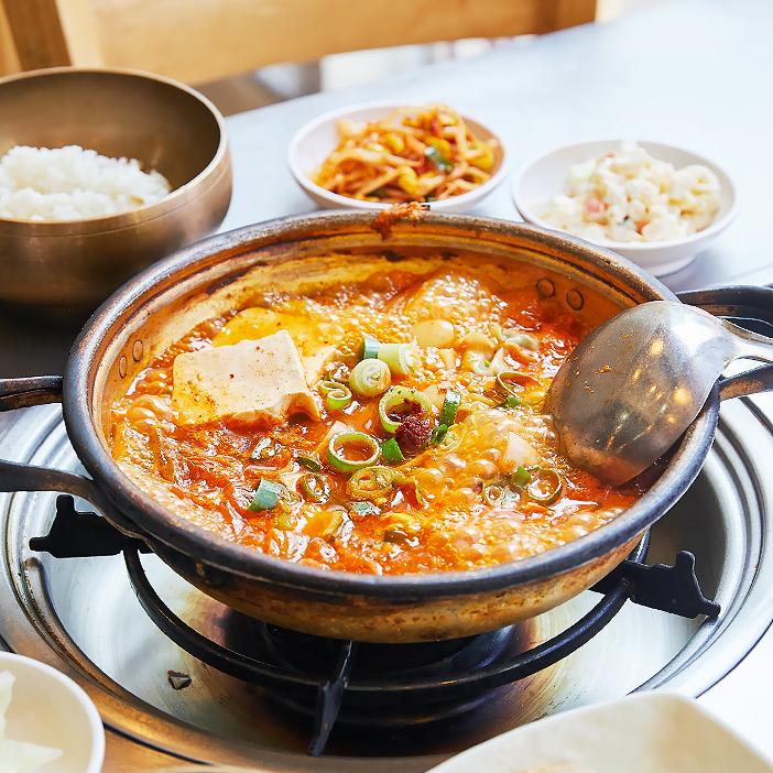 Кимчхи ччигэ: простое, но сытное блюдо корейской кухни