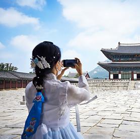 只要穿上韓服,就能享有免費參觀首爾各大古宮的特權!還能在古宮中留下人生美照