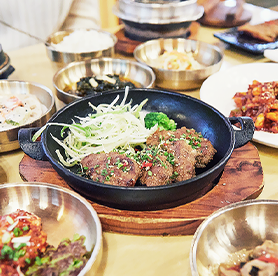 米どころ利川の白飯を中心に味わう、おかずいっぱいの韓定食