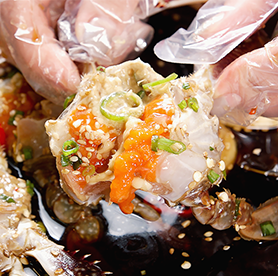 Köstliches ganjang gejang und yangnyeom gejang, und natürlich Krabbenschalen-bokkeumbap!