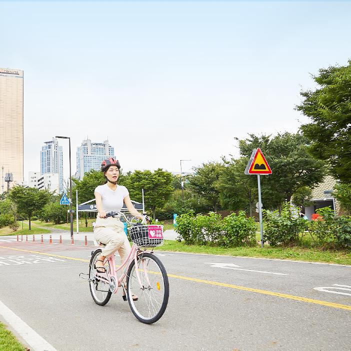 盡情在漢江感受騎乘自行車的樂趣
