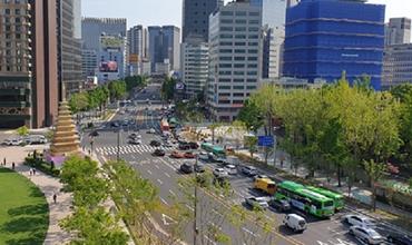歩道拡幅で歩きやすく 人と緑が共存 '世宗大路 サラムスプキル' 誕生!