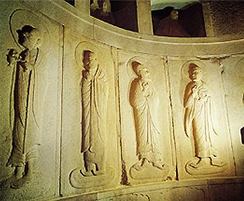 と十大弟子浮彫像