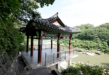 Tourist attractions near Gyeongwon Line