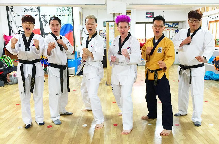 Иностранцы, принимающие участие в мастер-классе по тхэквондо (Фото предоставлено Международным центром тхэквондо Кымган)