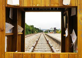 Железная дорога станции Сончжон (снизу слева)