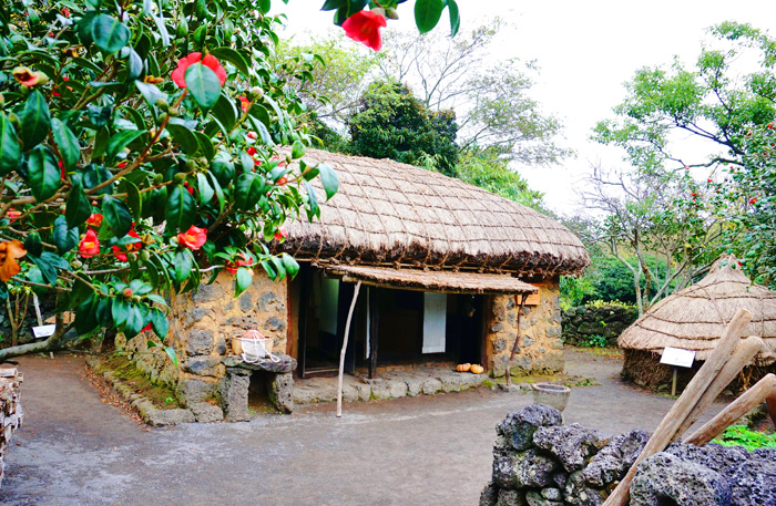 Традиционный дом острова в фольклорной деревне Чечжу