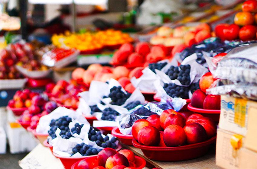 Свежие сезонные фрукты