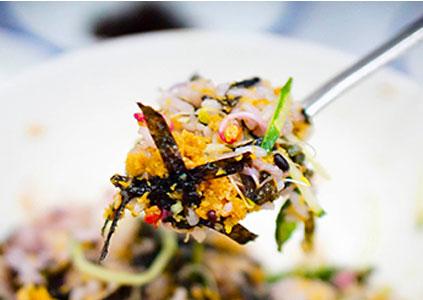 Сонге пибимпаб (блюдо пибимпаб с морскими ежами)