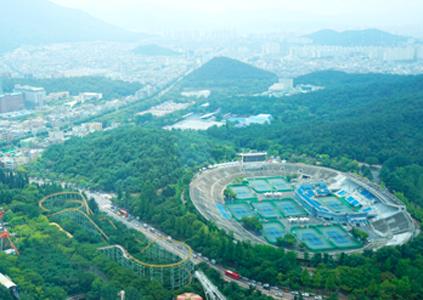 Вид на город Тэгу с обзорной площадки (слева)