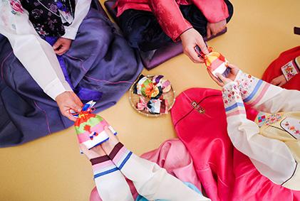 Мёнчжоль ханбок (Праздничный костюм)
