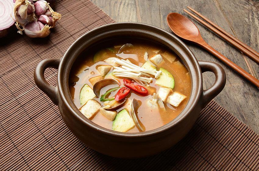 """""""Guk"""" (sopa), """"Tang"""" (sopa espesa), """"Jjigae"""" (estofado)"""