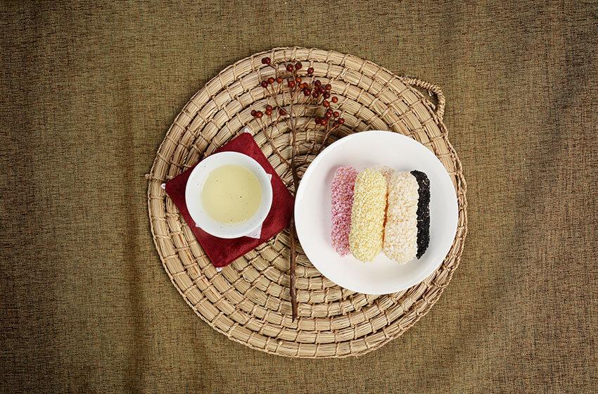 """""""Tteok"""" (pasta de arroz tradicional), y """"Hangwa"""" (dulces y galletas tradicionales) para Acontecimientos Festivos y Estacionales y Servicios Conmemorativos Ancestrales"""