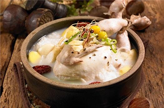 Samgyetang (sopa de pollo con ginseng)