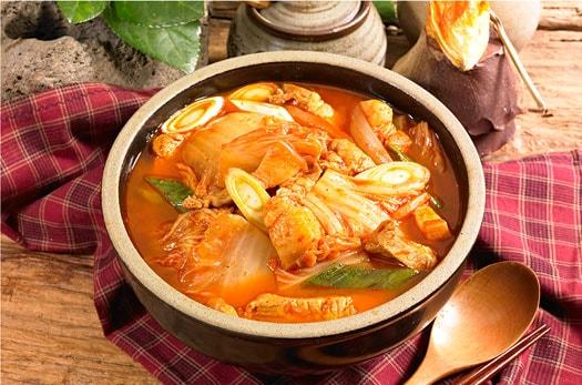 Kimchi jjigae (guiso de kimchi)
