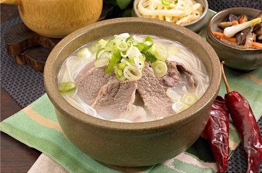 Seolleongtang (sopa de carne y huesos de vaca)