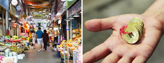 通仁市場の内部(左)、お弁当カフェのコイン(右)