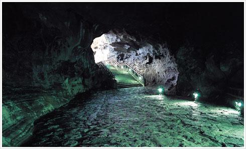 拒文オルム溶岩洞窟系
