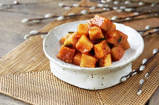 Ккактуги (Kkakdugi : Diced Radish Kimchi)