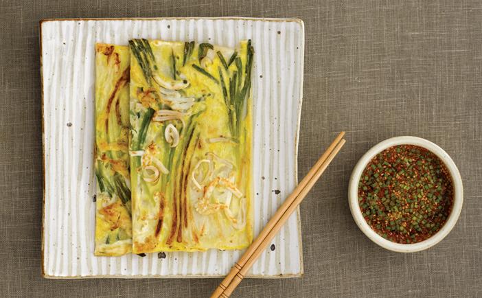Блинчик из морепродуктов «хэмуль пхачжон» (Источник: Фонд корейской кухни хансик)