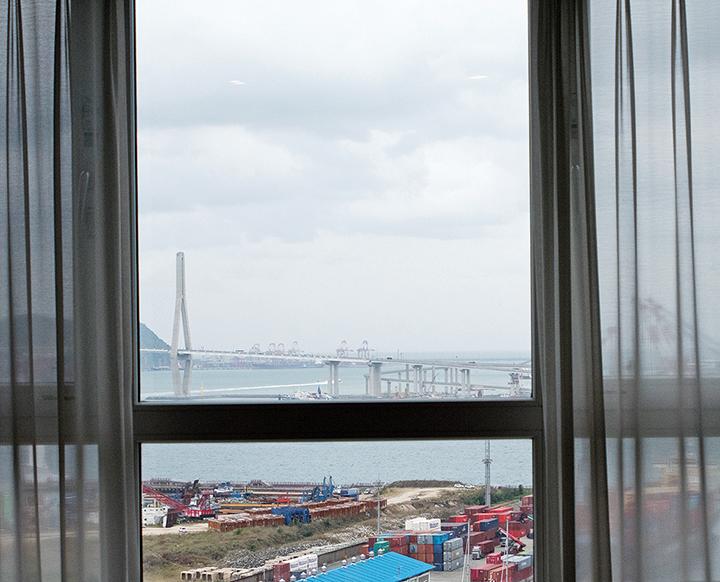 크라운하버 호텔 객실에서 바라본 창밖 풍경