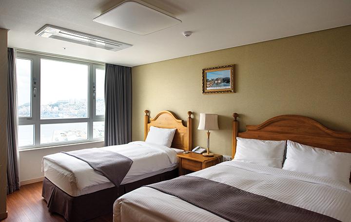 크라운하버 호텔 침실 내부