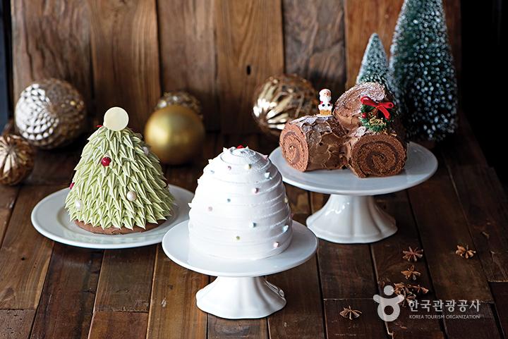 북촌 한옥마을 케이크 가게에 진열되어 있는 크리스마스 관련 케잌